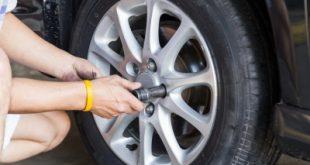 Reifenplatzer: ein Rad muss gewechselt werden